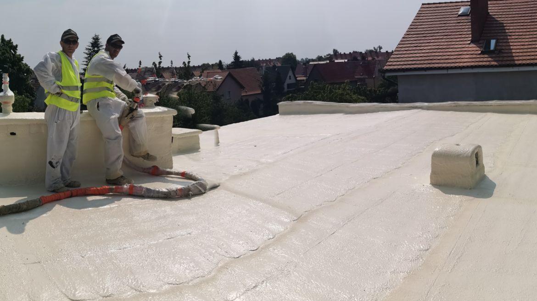 Ocieplenie dachu płaskiego pianką – Legnica
