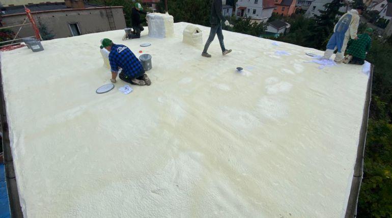 Naprawa zdegradowanego dachu płaskiego