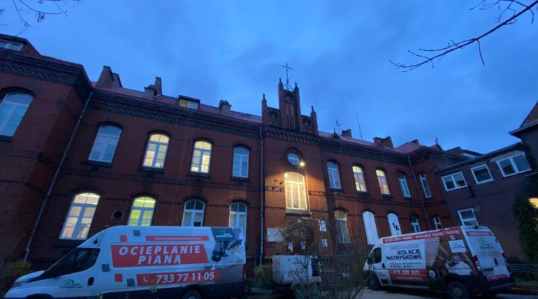 Hybrydowe docieplenie budynku szpitala – Chojnów
