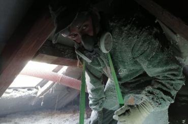 Ocieplanie stropu wdmuchiwaną celulozą – Wiązów