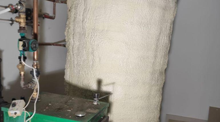 Termoizolacja bojlera nawodę pianką PUR