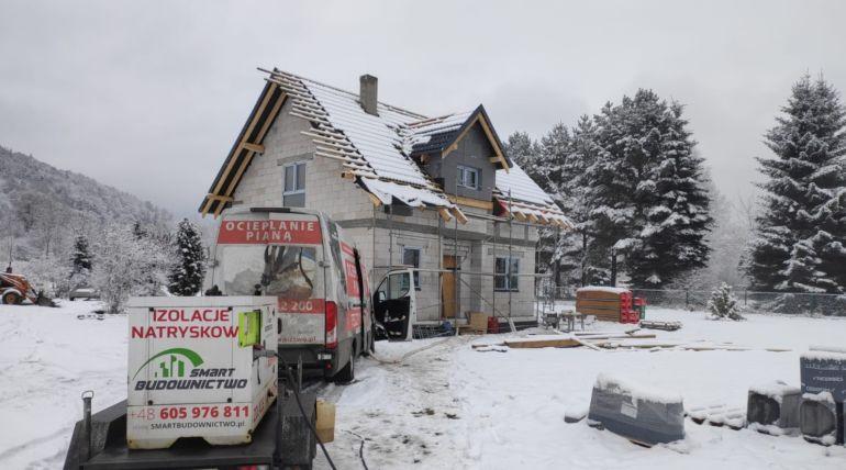 Ocieplanie stropu pianką PUR zimą – Stronie Śląskie