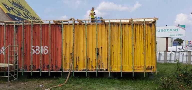 Izolacja kontenerów biurowych pianką PUR